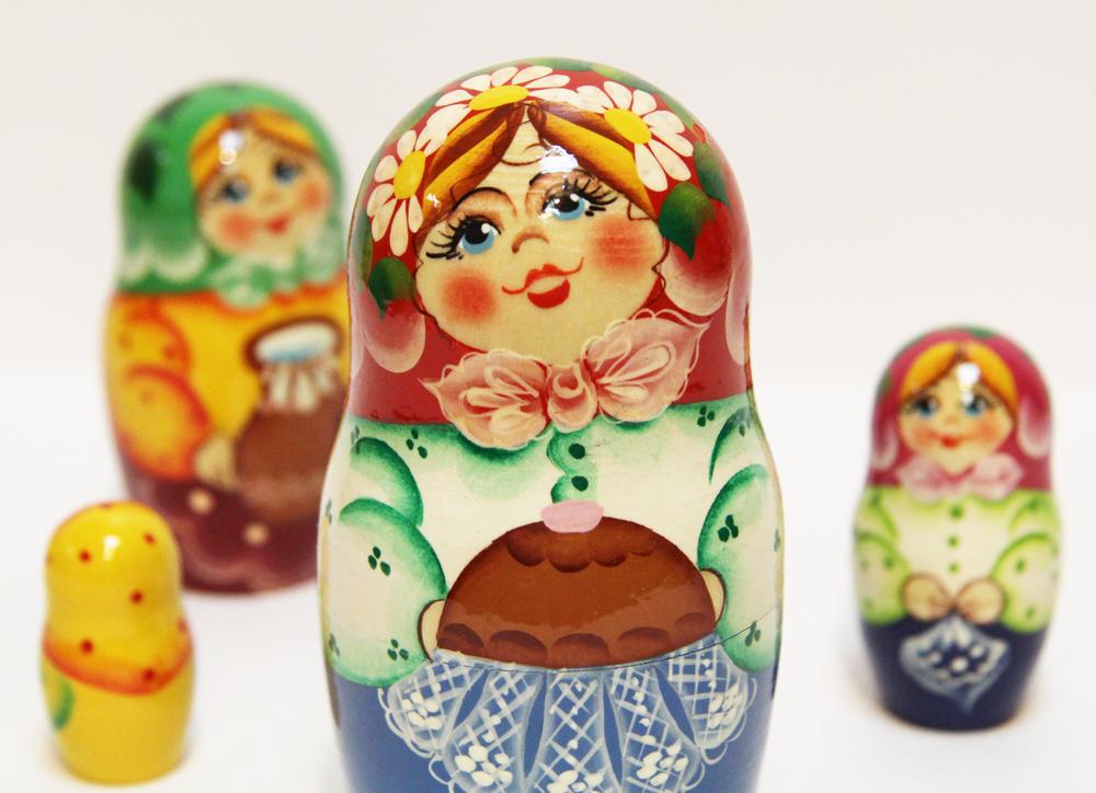 Матрешка Сергиево Посадская 5 мест Девушка с пирогом