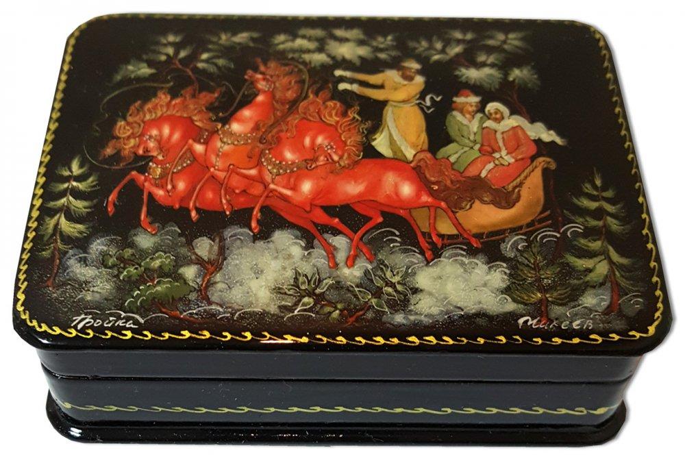 Шкатулка лаковая с элементами ручной росписи тройка
