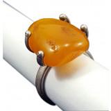 Янтарь кольцо с крупной вставкой