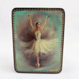 Шкатулка лаковая с элементами ручной росписи балерина