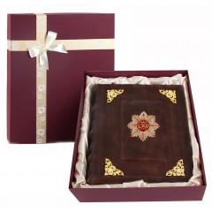 Подарок с гравировкой Фотоальбомы 0110601004/1, Фотоальбом кожаный с уголками С Юбилеем 50 лет!  в  коробке