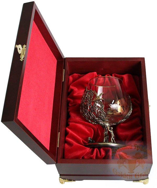 Подарок с гравировкой Художественные изделия, сувениры и подарки из латуни Бокалы для коньяка 050401023/3, Бокал Охота на Уток в деревянной шкатулке